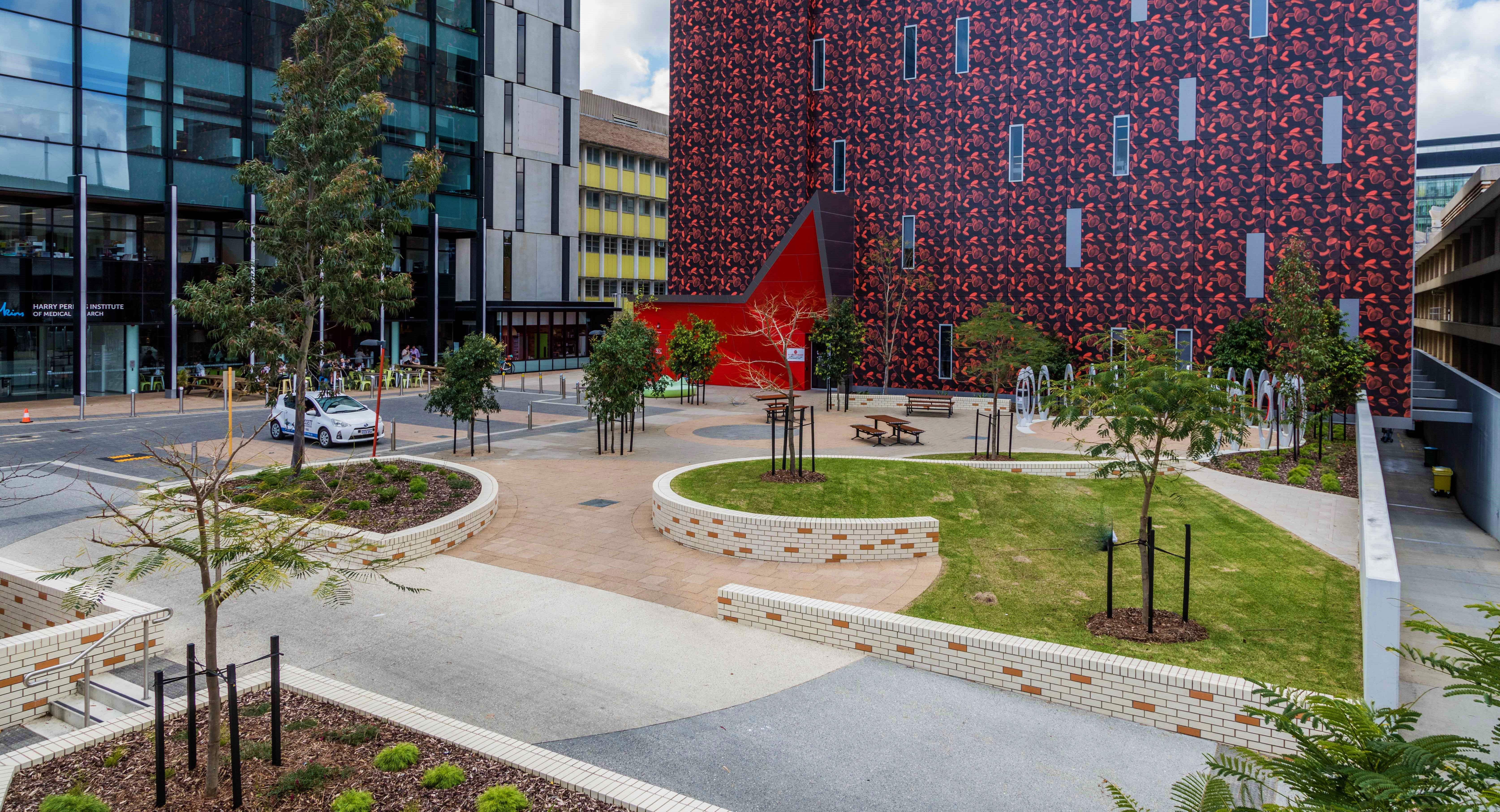QEII Hospital - Courtyard